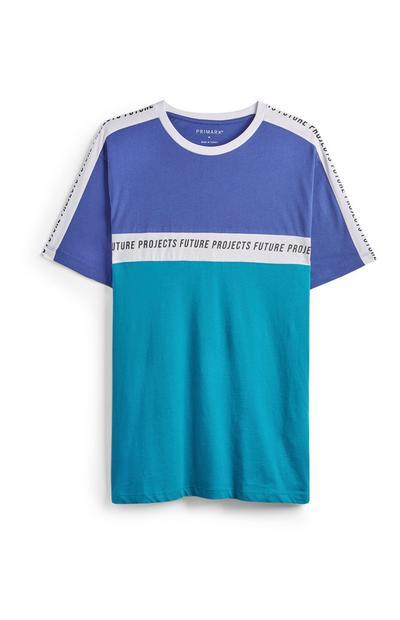 Camiseta azul con bloques de color
