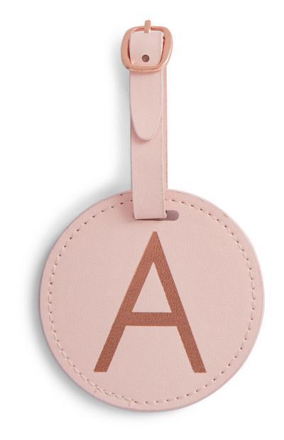 Etiqueta rosa con inicial para equipaje
