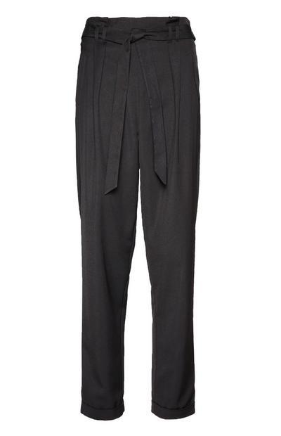 Črne hlače z ozkimi hlačnicami