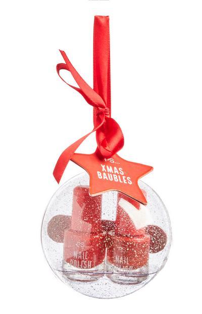 Kerstbal met rode nagellak