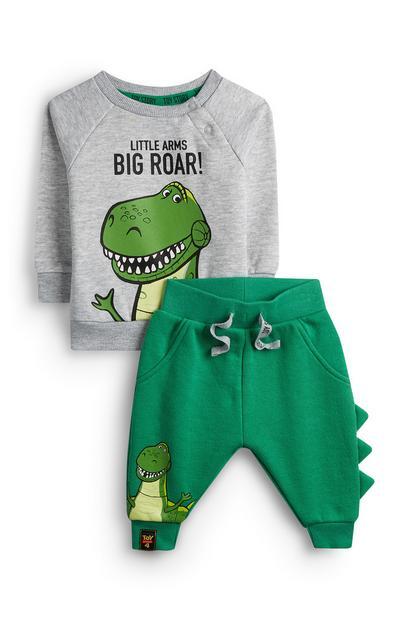 Siv pulover z Rexom iz Sveta Igrač in zelene hlače za dojenčke