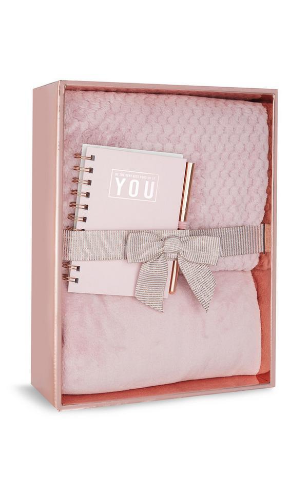Caixa oferta pijama confortável e bloco notas