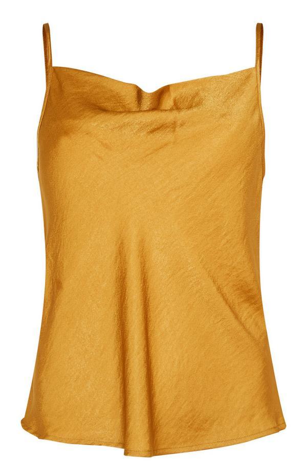 Camiseta de tirantes de satén color mostaza