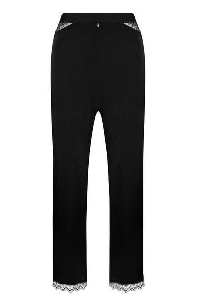 Pantalon noir en satin à chevilles en dentelle