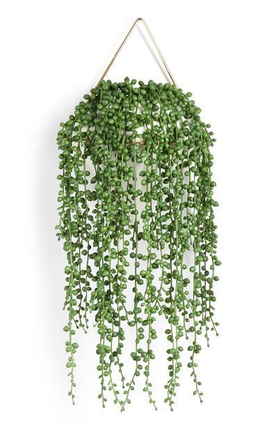 Macetero colgante blanco drapeado con planta artificial
