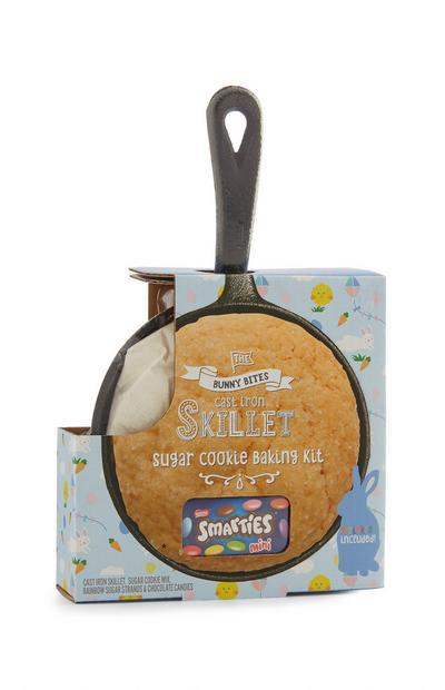 Padella per cookie pasquali con gocce di cioccolato
