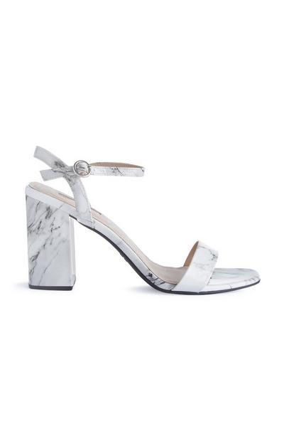 Witte sandalen met bandjes en marmerprint