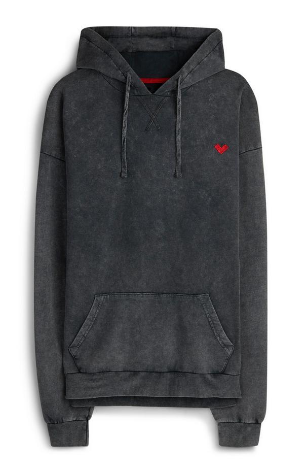 Sudadera con capucha gris con lavado ácido, corazón y logo RED