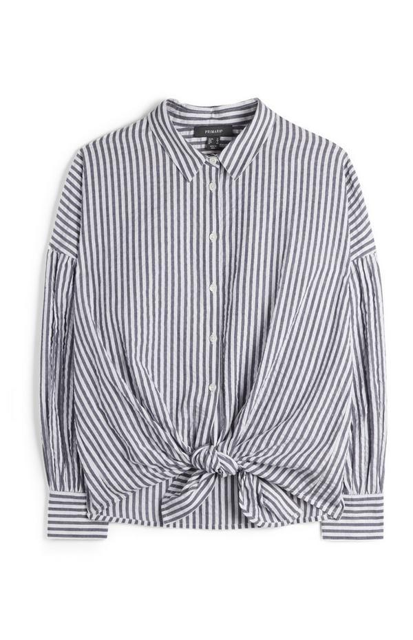 Modro-bela majica za prosti čas z navpičnimi črtami