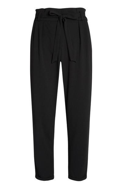Pantalón «paperbag» negro con cinturón
