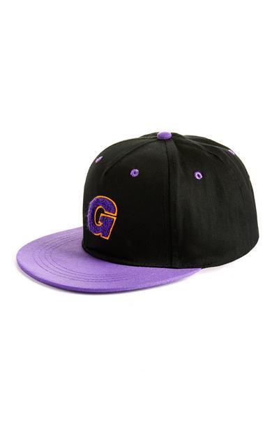 Zwart-paarse pet met letter G