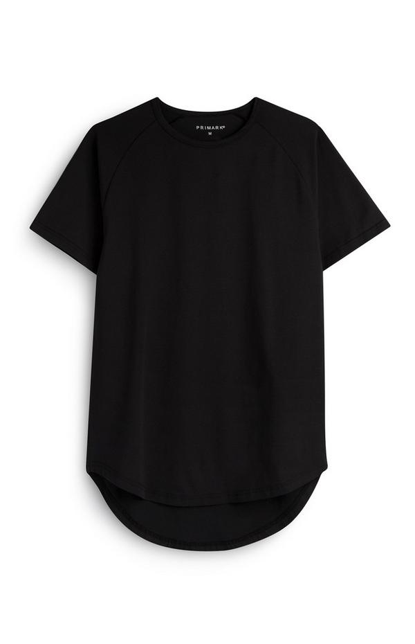 Langes, schwarzes T-Shirt