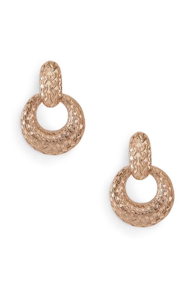 Lange gegraveerde oorbellen