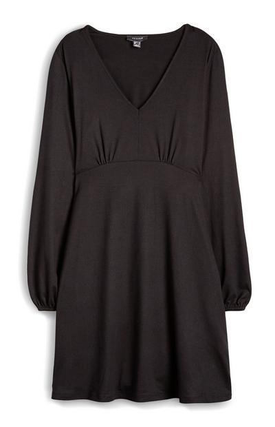 Zachte effen jurk met V-hals en lange mouwen
