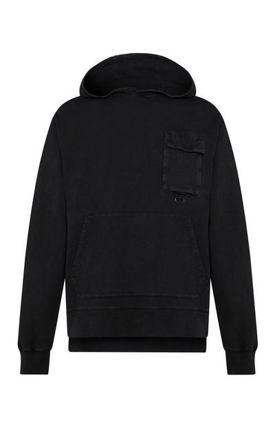 Sudadera negra con capucha y bolsillo