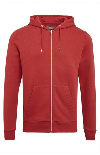 Temno rdeč pulover s kapuco in zadrgo