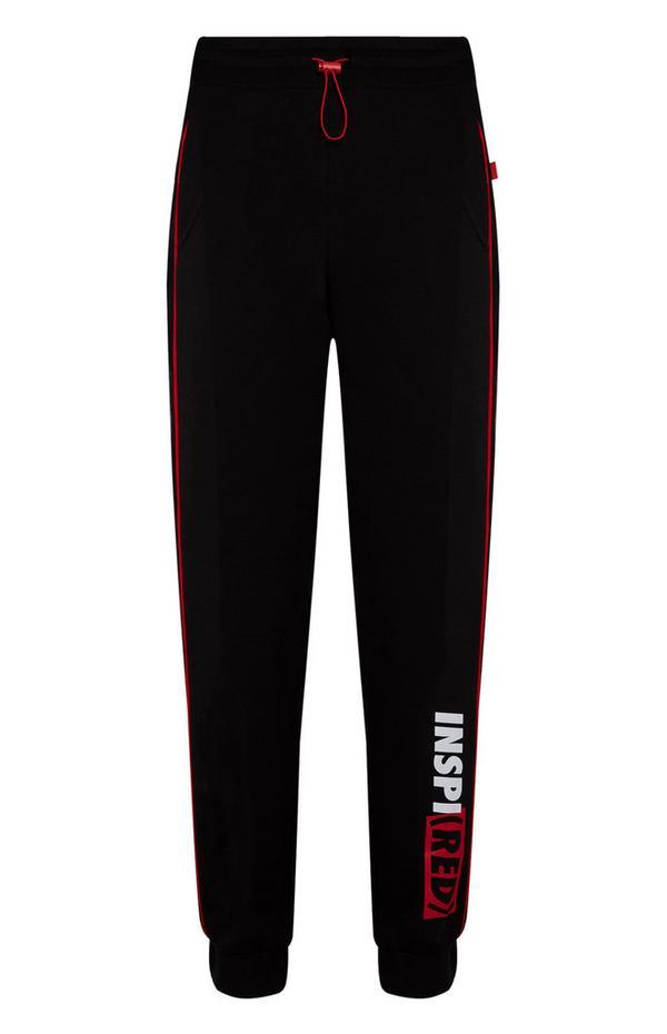 Črne hlače za prosti čas z napisom INSPI(RED)