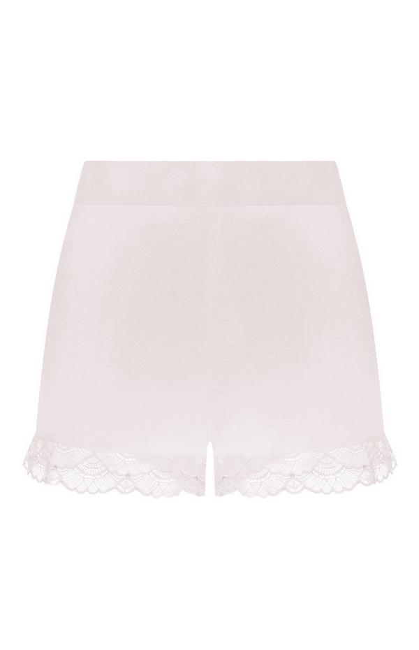 Pantalón corto de satén y color rosa con volantes