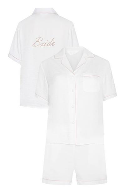 Ivoorkleurige satijnen pyjamaset met short en borduursel voor bruid