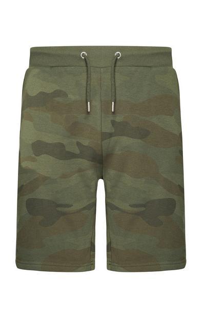 Pantalón corto con estampado de camuflaje color caqui