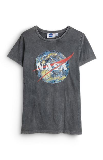 T-shirt gris à manches courtes et motif globe NASA