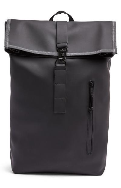 Schwarzer Rucksack mit reflektierender Klappe