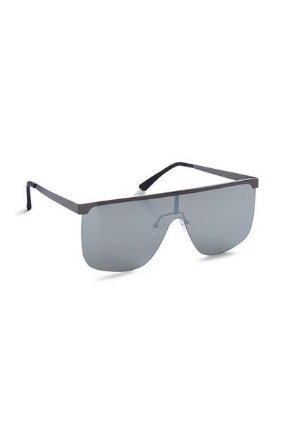 Schwarze Sonnenbrille mit verspiegelten, quadratischen Gläsern