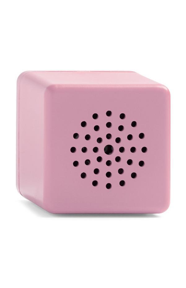Roze draadloze miniluidspreker in kubusvorm