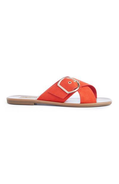 Orangefarbene Pantoletten mit Schnalle