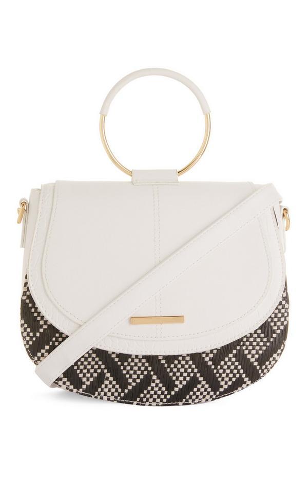 Weiße Tasche mit rundem Metallgriff