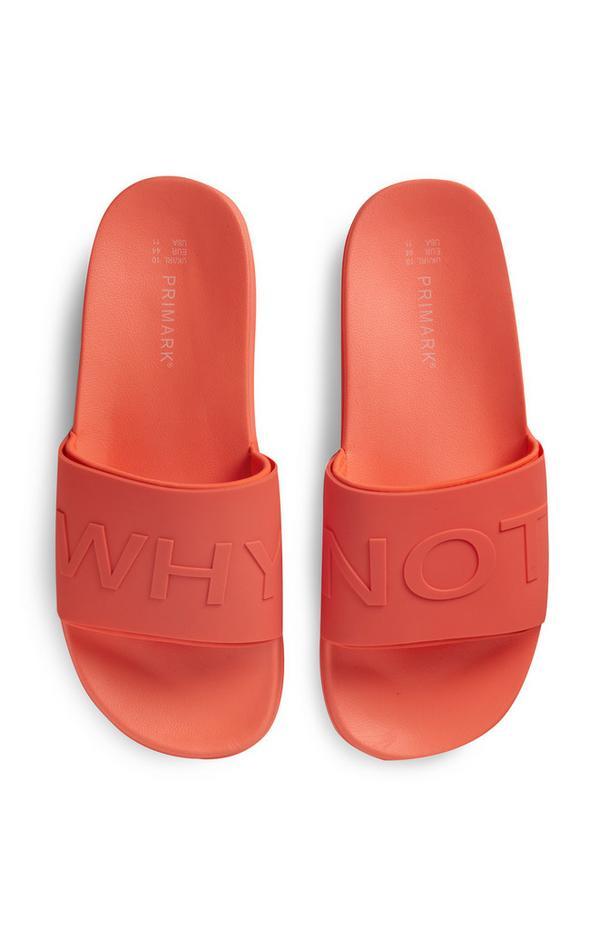 Koraalkleurige slippers met tekst
