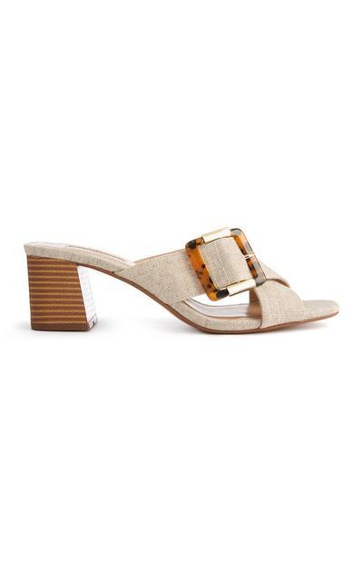 Sandalias color marfil con hebilla efecto carey