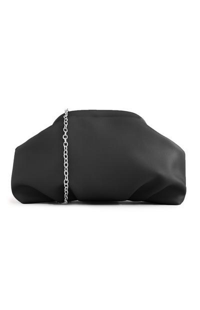 Mehka torbica črne barve z verižico
