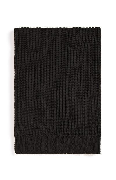 Schwarzer, grob gestrickter Schal