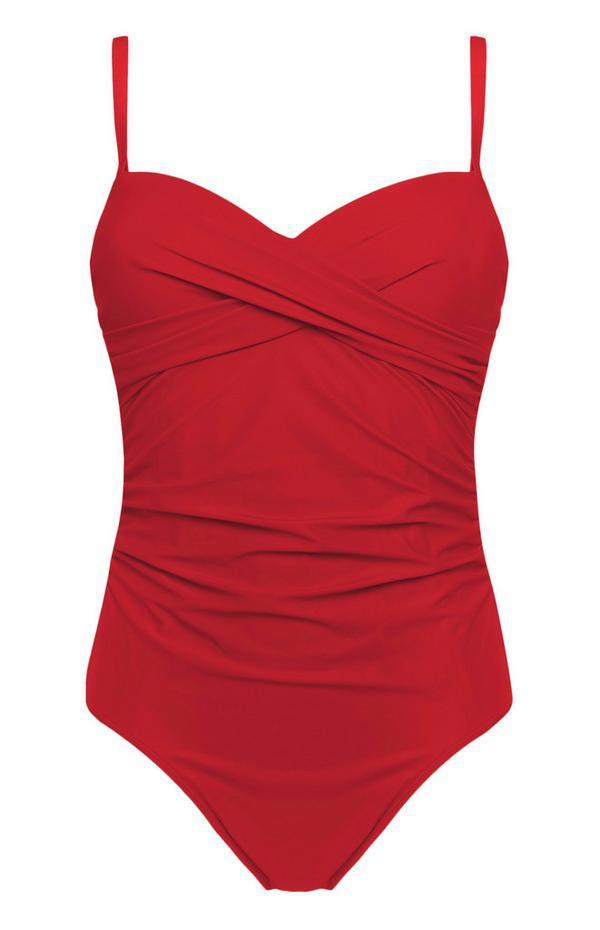 Roter, figurformender Badeanzug mit Twist-Detail