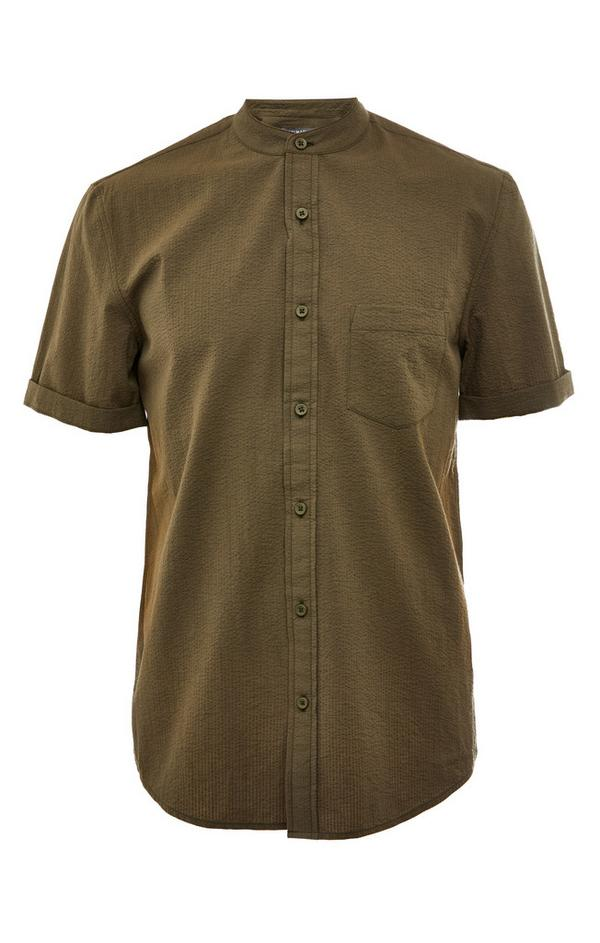 Khakifarbenes Seersucker-Kurzarmhemd mit Mandarinkragen