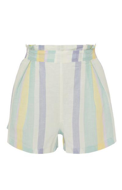 Pantalón corto de rayas veraniegas en tonos pastel