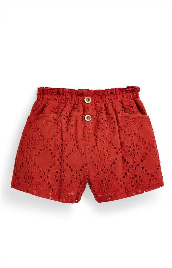Rode short met broderie anglaise en knoopdetails voor meisjes