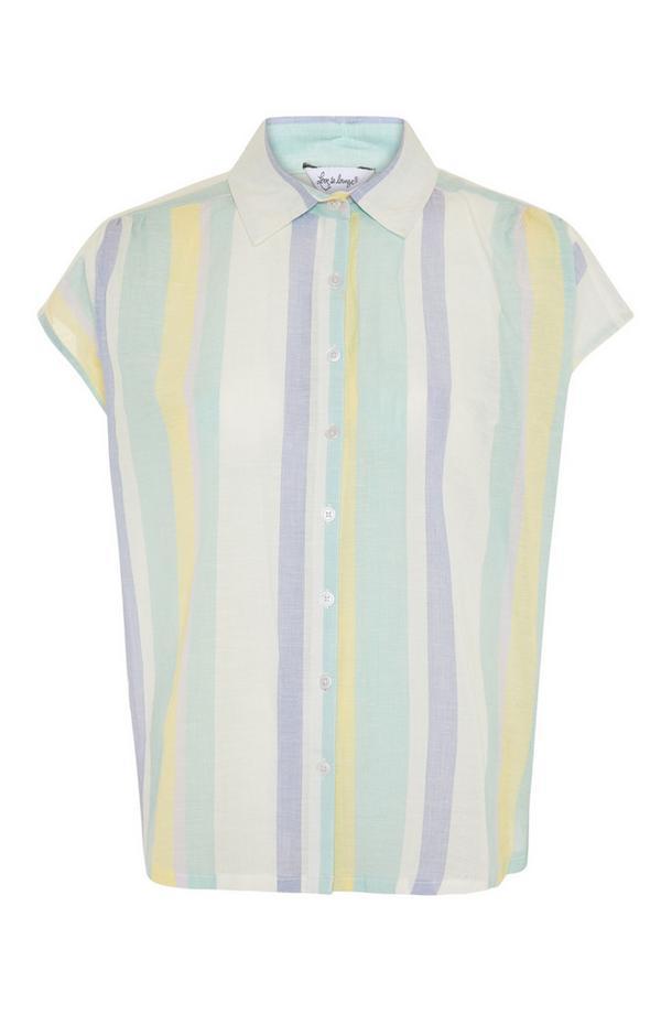 Pastellfarben gestreiftes, sommerliches Pyjamahemd