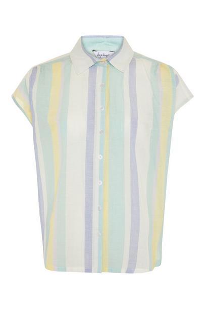 Camisa de pijama de rayas veraniegas en tonos pastel
