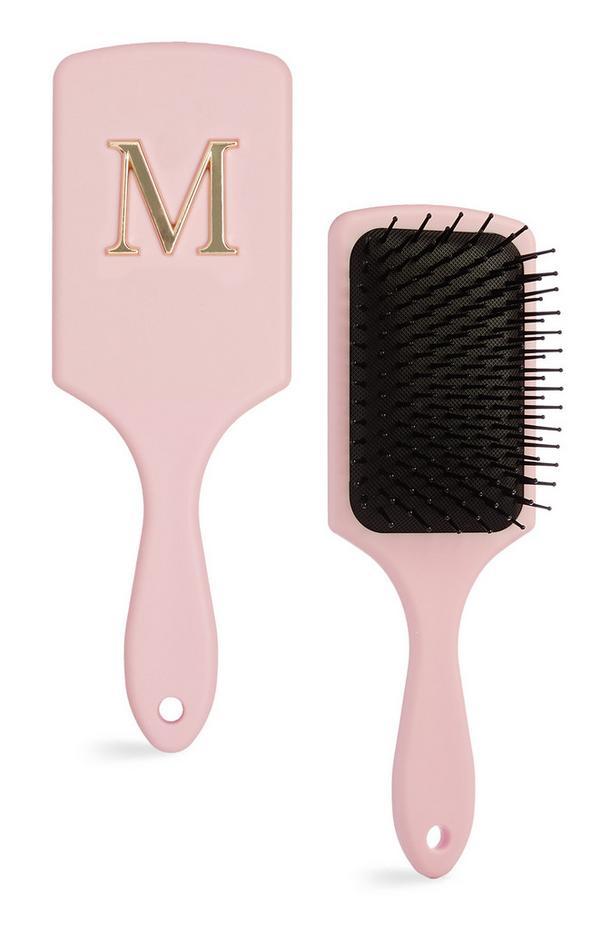 Brede roze haarborstel met letter M