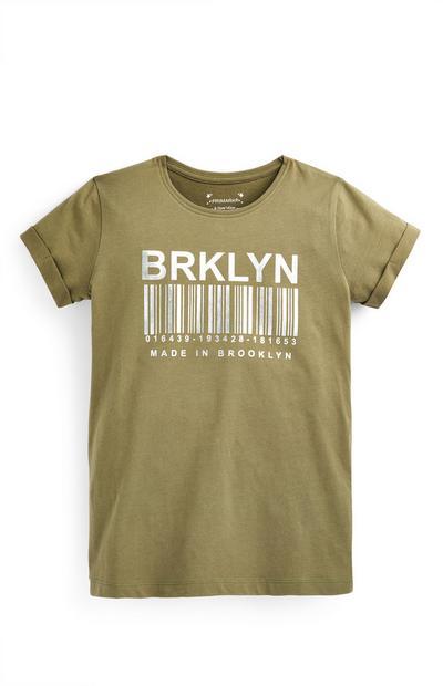 Camiseta caqui con texto estampado para niña mayor