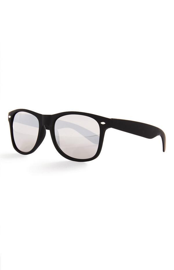 Schwarz getönte, verspiegelte Sonnenbrille