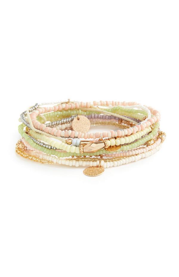 Lot de 10 bracelets verts avec perles mélangées