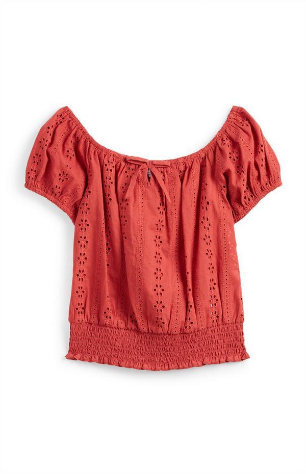 Rode blouse met broderie en smokwerk voor meisjes