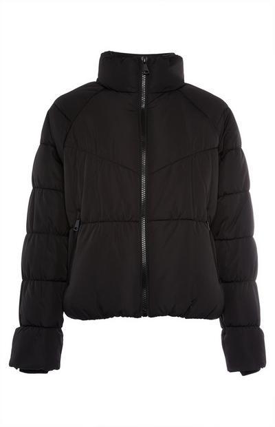 Črna kratka podložena jakna s trakom v pasu
