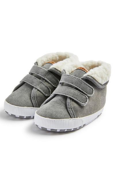 Sivi fantovski pohodniški škornji iz rebrastega žameta za dojenčke
