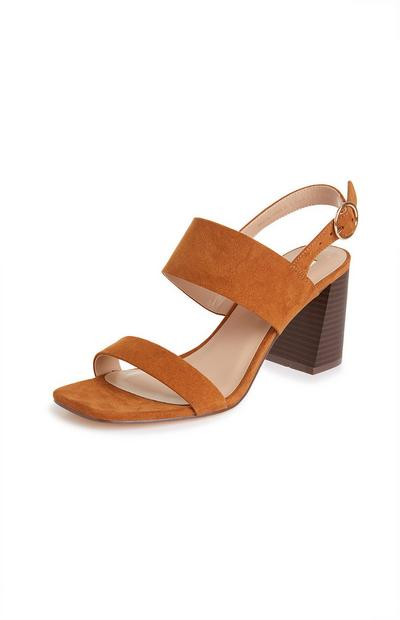 Taankleurige sandalen met blokhak en bandjes