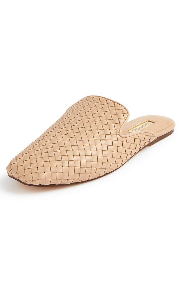 Zapato destalonado beige con efecto trenzado