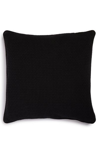 Housse de coussin noire en tissu gaufré doux
